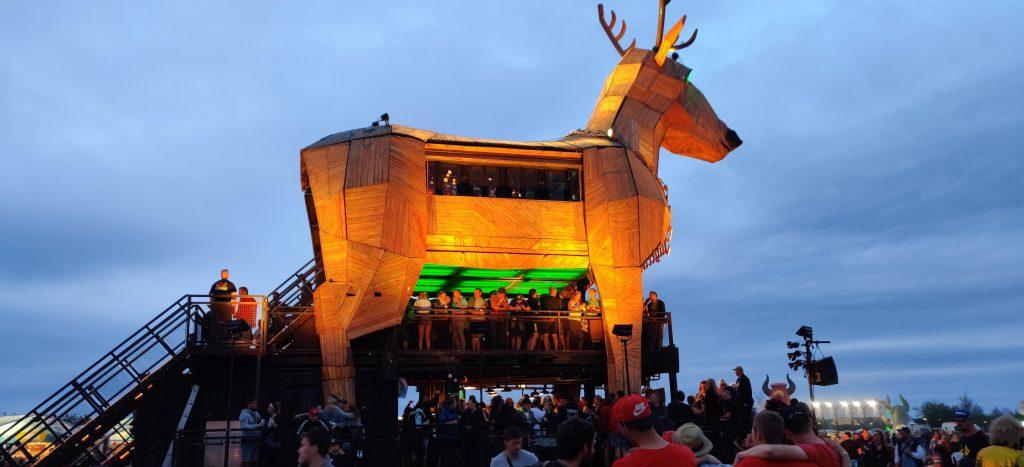 Platzhirsch auf dem Highfield Festival - Sunset Music