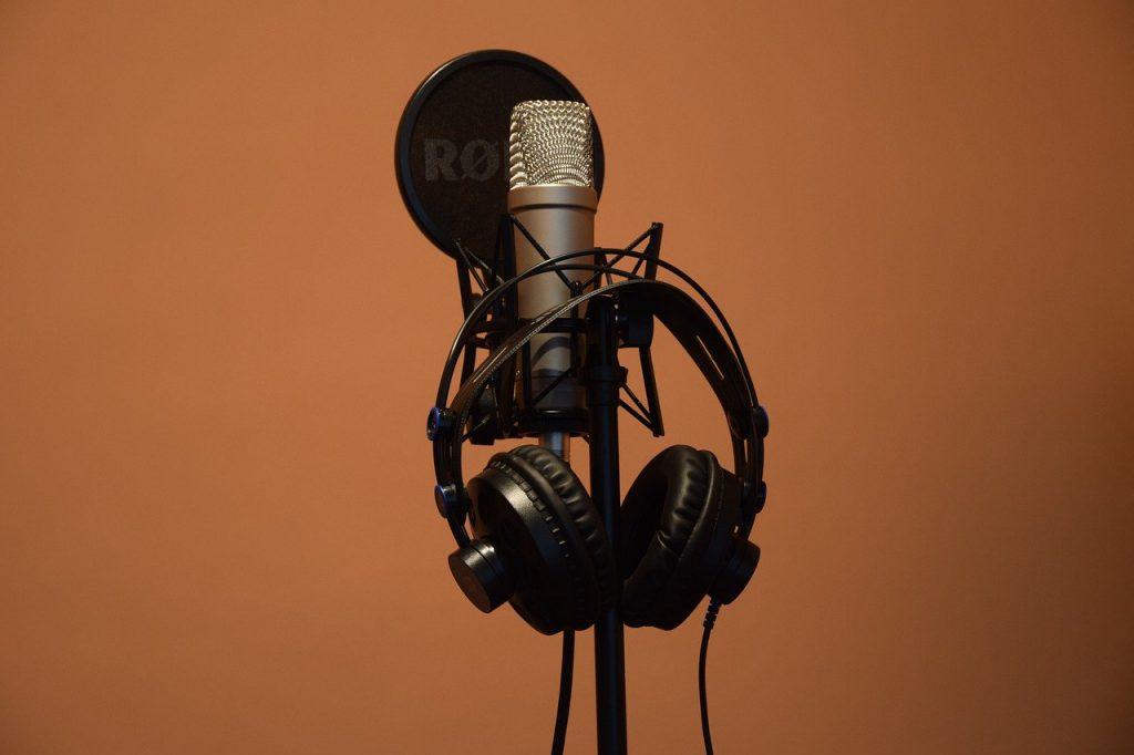 Kondensatormikrofon mit Popschutz und Kopfhörer - Sunset Music